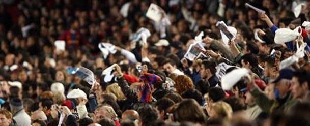 La panolada, la classica protesta dei tifosi del Real Madrid