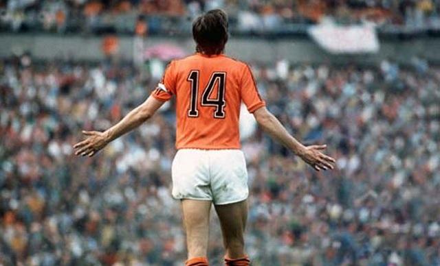 Cruyff e la sua inseparabile maglia numero 14