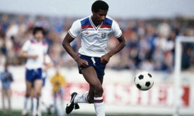 Viv Anderson con la maglia del'Inghilterra
