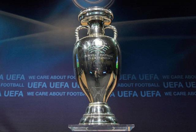 Il trofeo consegnato ai vincitori dell'Europeo di calcio: la storia
