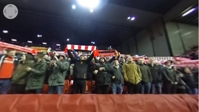 Vedere Anfield Road a 360° mentre fans Liverpool cantano You'll Never Walk Alone
