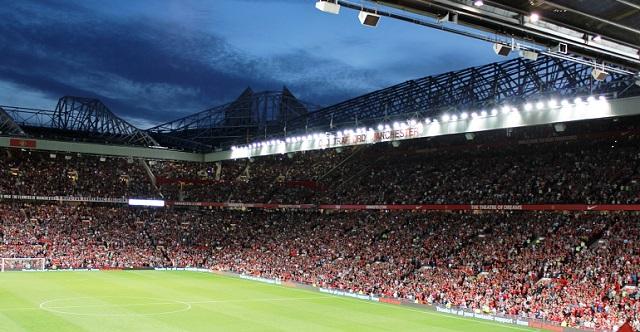 Fan del Manchester United s'addormenta durante match all'Old Trafford
