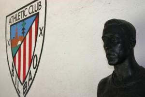 il busto di pichichi allo stadio dell'athletic Bilbao