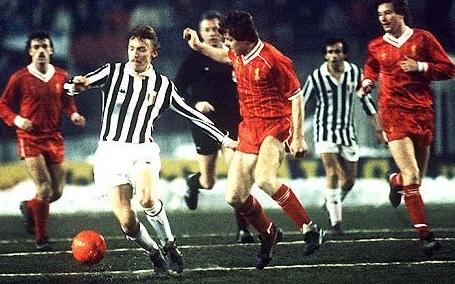 Juventus – Liverpool 2-0: sotto la neve, Boniek alza la Supercoppa (video)