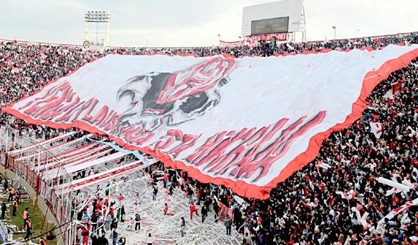 hinchas-hurcana-stadio-palazzo-argentina