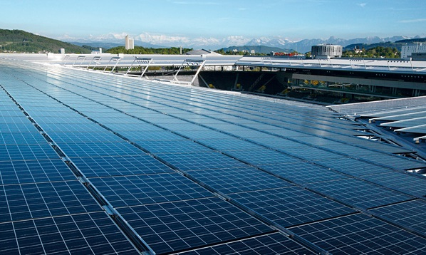 il tetto dello stadio Wankdorf a pannelli solari