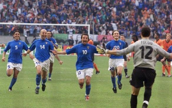 Italia-Olanda: cucchiaio di Totti, super Toldo e voliamo in finale Euro 2000