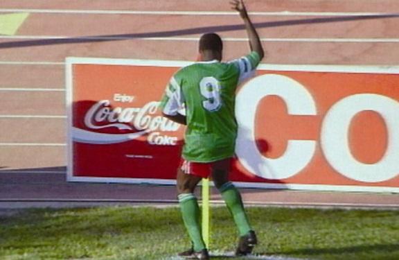 Roger Milla, i suoi goals ad Italia 90 ed il ballo proibito