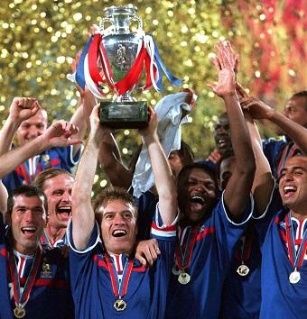 Gli Allenatori e capitani delle squadre vincitrici degli europei di calcio
