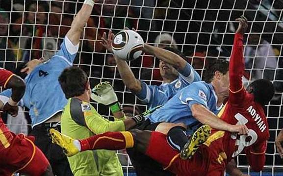 Suarez, la Mano di Dio nel match contro il Ghana a Sudafrica 2010