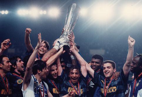 Inter-Lazio 3-0 : a Parigi Ronaldo & C. alzano la Coppa Uefa 1997-98