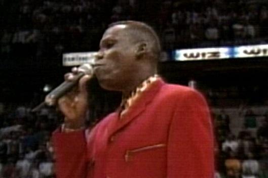 Quando Carl Lewis fece flop cantando l'inno nazionale americano