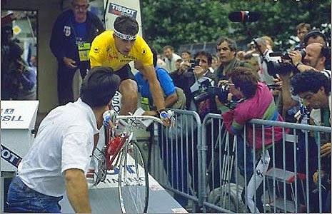 Tour 1989: la partenza in ritardo al prologo di Delgado