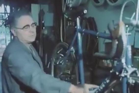 La bici con il motore nascosto: l'invenzione in Francia nel 1979