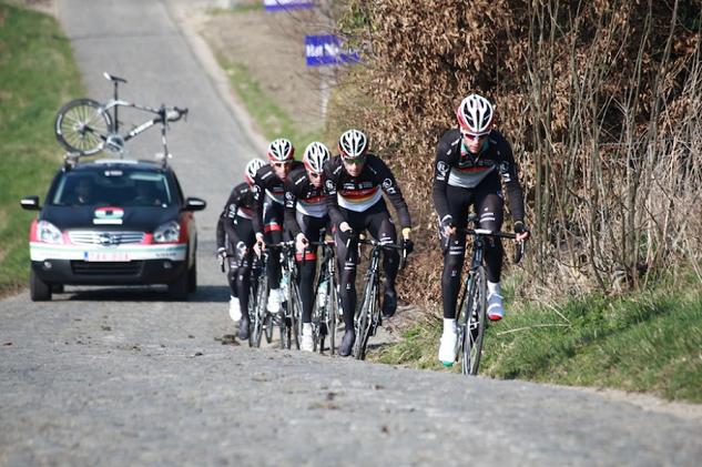 Giro delle Fiandre: Muro di Paterberg costruito da un contadino?
