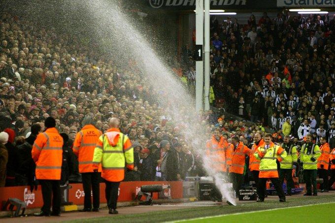 Quando ad Anfield i tifosi del Liverpool si fecero la doccia