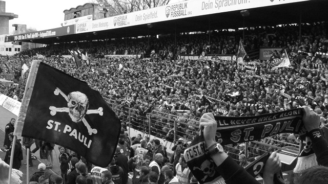 Lo stadio di Amburgo e la curva del St Pauli