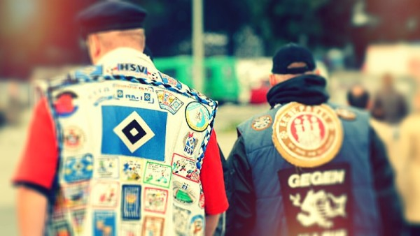 """Due fans di Amburgo, con visioni """"opposte"""""""