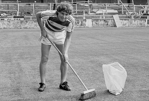 Clive Allen in maglia QPR